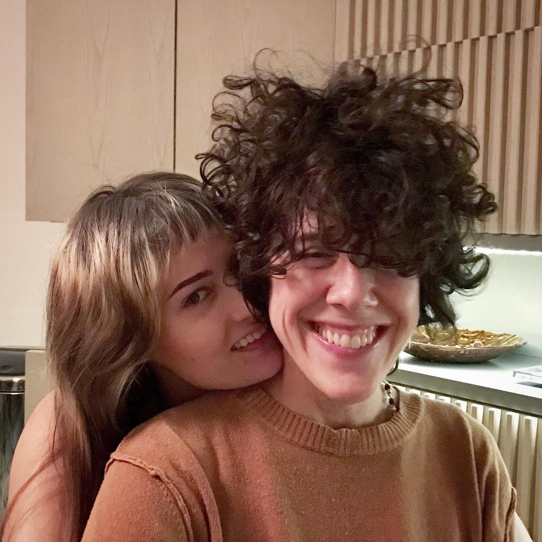 LP: Моя девушка - лесбиянка