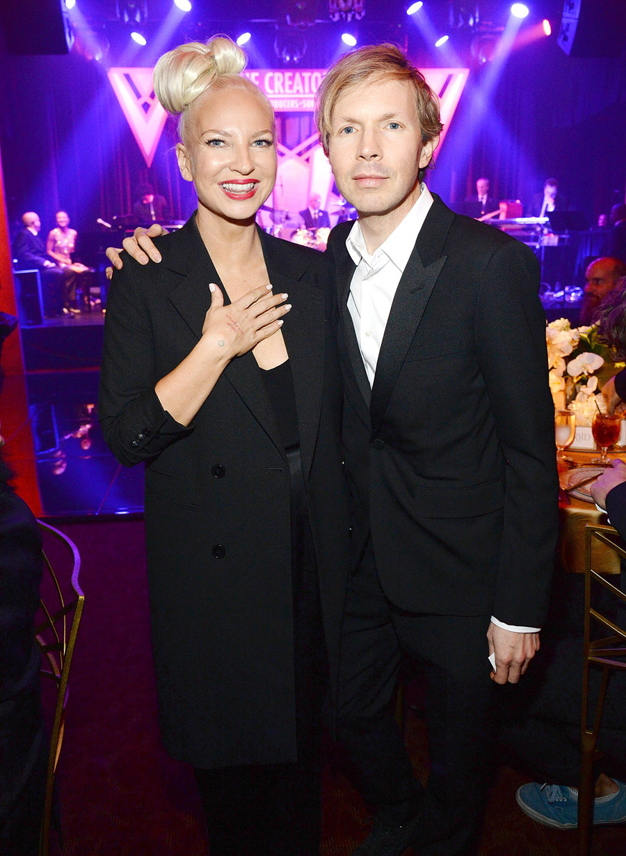 Sia сняла парик и показала лицо