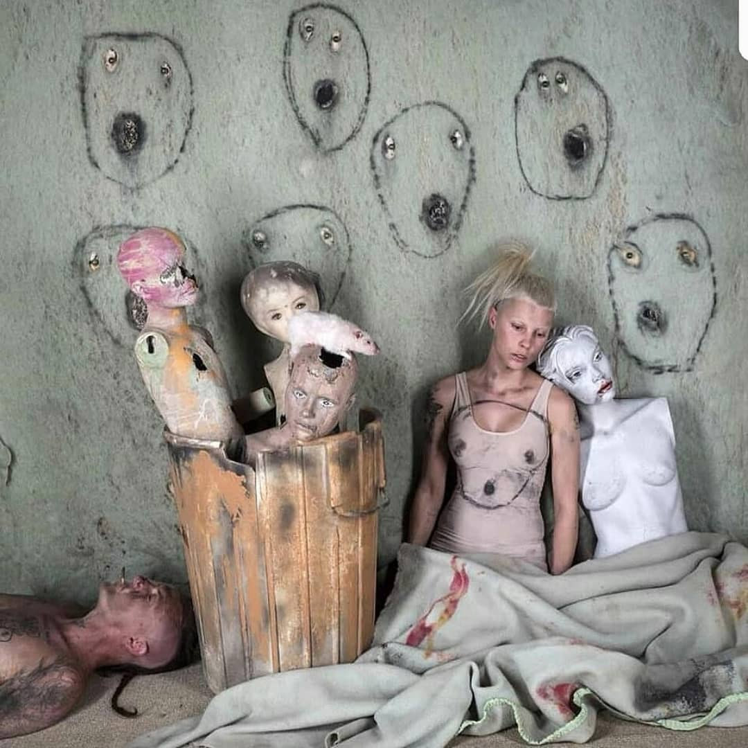 Роджер Баллен работает с Die Antwoord в цвете