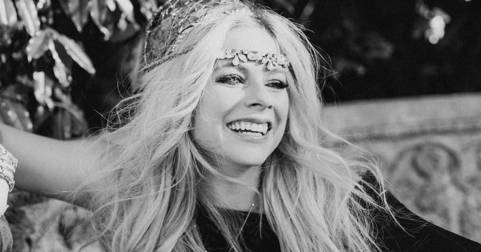 Avril Lavigne: Tell Me It's Over - перевод песни
