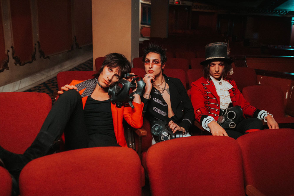 Palaye Royale: Hang On To Yourself - перевод